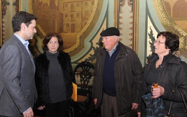 Família carenciada recebe das mãos da BragaHabit casa oferecida por transmontanos