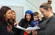 Vereadoras oferecem livro 'A Melodia de Mara' a crianças internadas no hospital