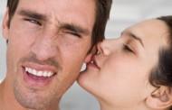 Beijo apaixonado no ouvido pode levar … à surdez