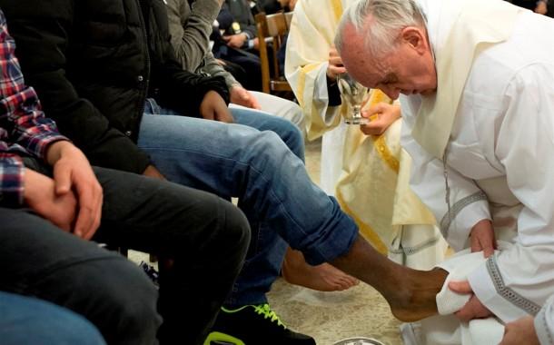 Papa Francisco abre cerimónia do lava-pés a mulheres