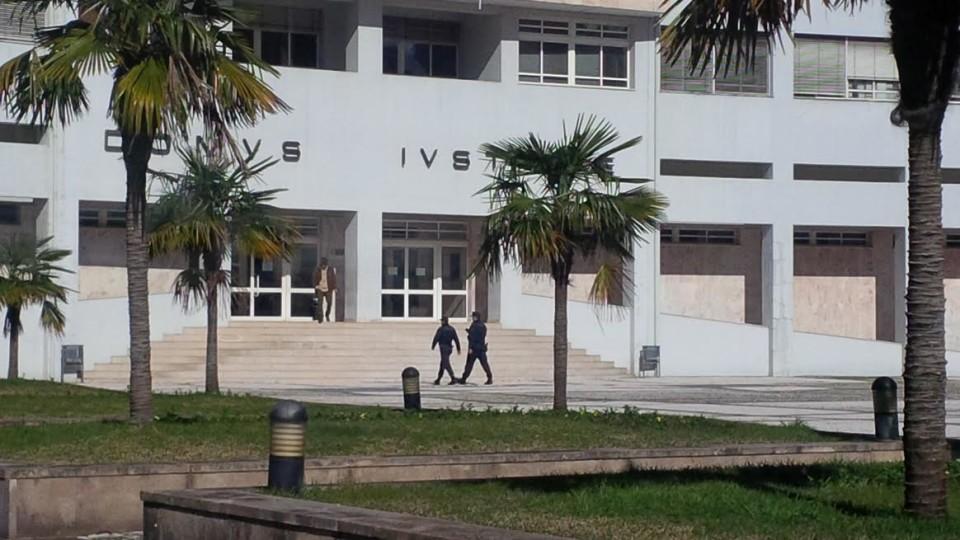 Dois dirigentes de associação de solidariedade de Braga acusados de burla, coação e participação em negócio