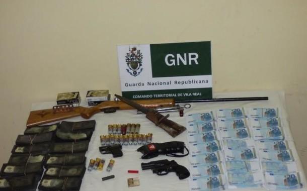 GNR de Chaves apreende armas e 200 mil euros em notas falsas