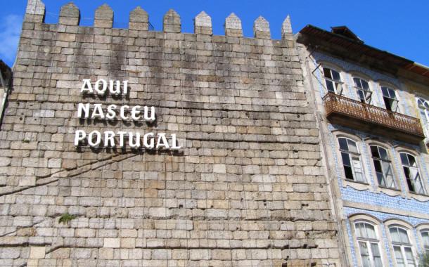 """PSD de Guimarães acusa autarquia socialista de """"desorientação"""" e incompetência no caso da torre da muralha"""