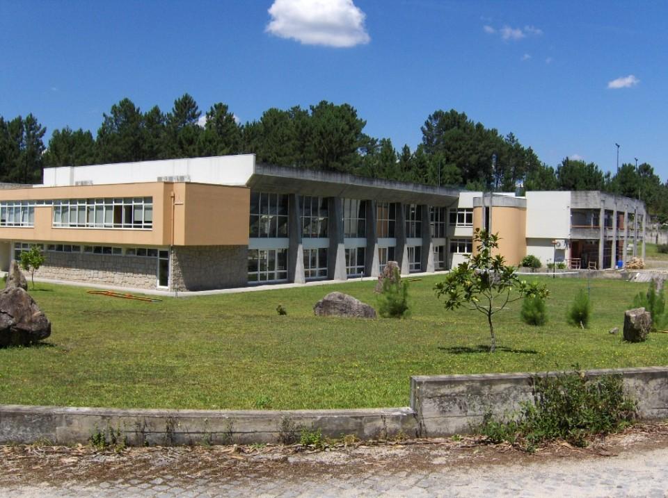 """ESCLARECIMENTO: EPATV """"não se revê"""" na notícia 'Pais de Braga e Vila Verde estão 'à rasca: Salários em atraso na maioria das escolas profissionais'"""