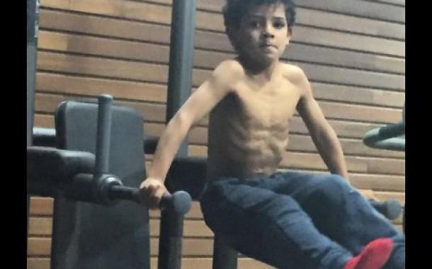 Cristianinho 'CR7' copia pai no ginásio