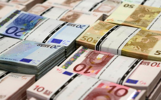 Obrigações do Tesouro de Rendimento Variável chegam quando poupança das famílias está no mínimo de 20 anos