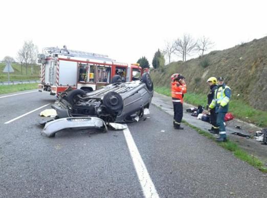 Jovem de Paredes de Coura emigrante em França morre em acidente na Galiza; mulher e filho de dois anos sobrevivem