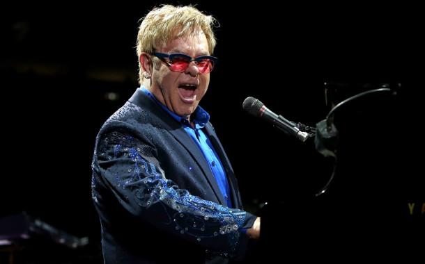 Ambientalista pedem a Elton John para boicotar festival Marés Vivas