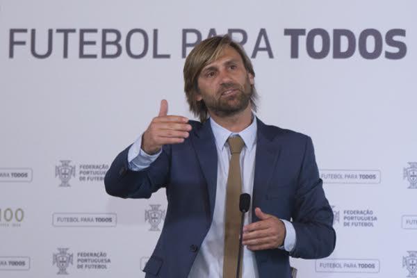 João Vieira Pinto em jogo solidário que reúne antigas glórias do futebol nas Taipas