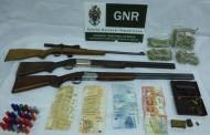 GNR detém dois homens posse de quatro armas, droga e dinheiro em Vieira do Minho