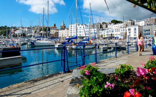 Dois portugueses acusados de violação na ilha de Guernsey deportados para Portugal