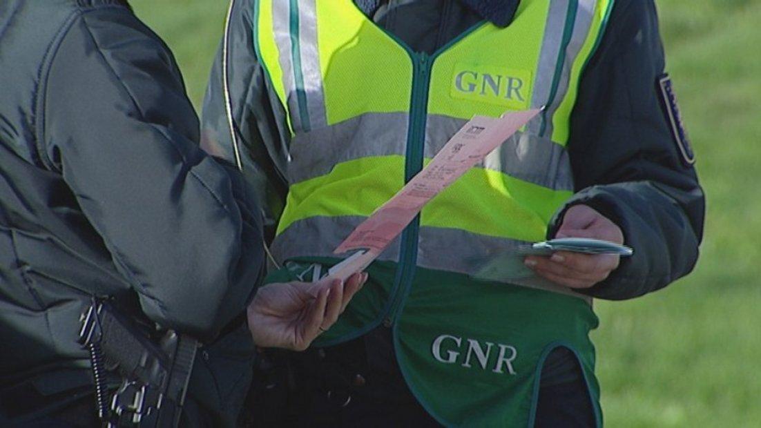 GNR: 125 detidos e mais de 1800 infracções de trânsito no fim-de-semana