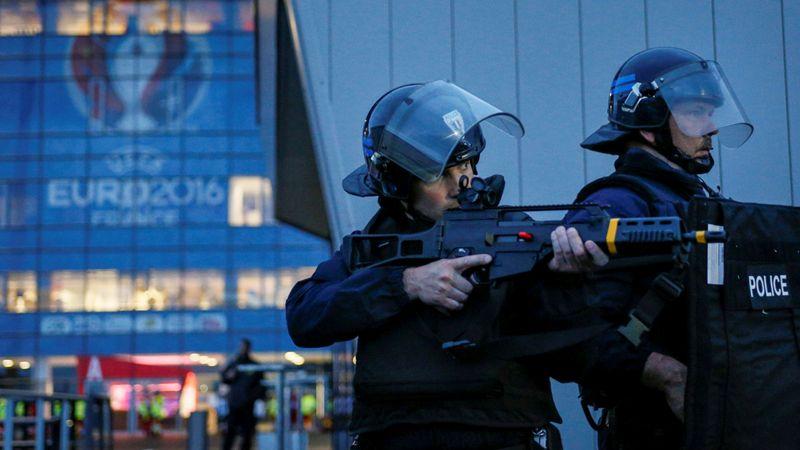 Euro 2016: segurança da selecção nacional com licença para disparar; detido francês que planeava atentados