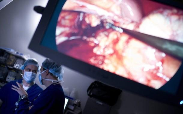 Hospitais públicos aderem às cirurgias adicionais para evitar 'fugas' para o privado