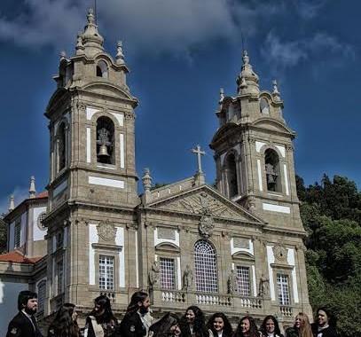 Coro Académico da UMinho dá este sábado (21h30) concerto nos escadórios do Bom Jesus