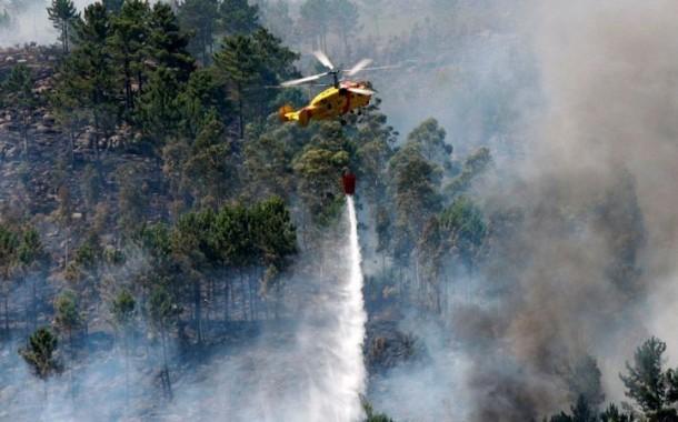 """Dispositivo de combate a incêndios está """"em potência máxima""""; envolvidos 10 diz mil operacionais"""