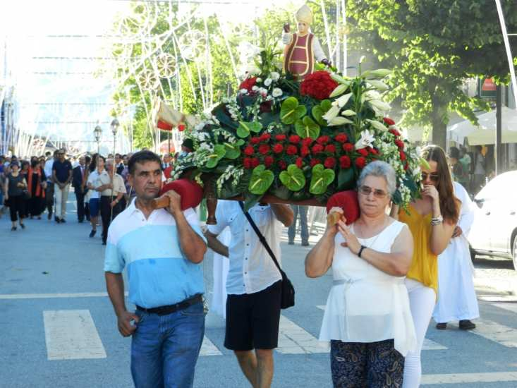 Procissão em Terras de Bouro encheu as ruas da vila