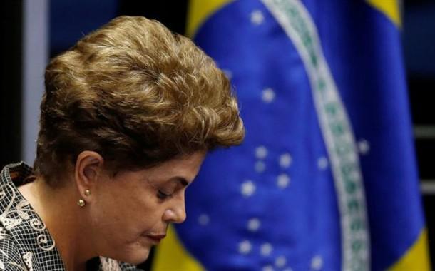 Dilma afastada da presidência do Brasil mas sem perder direitos políticos