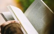 Quem lê livros regularmente vive mais anos, diz estudo científico