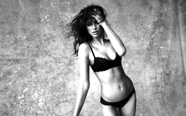 Irina Shayk sensual no novo anúncio da Intimissimi
