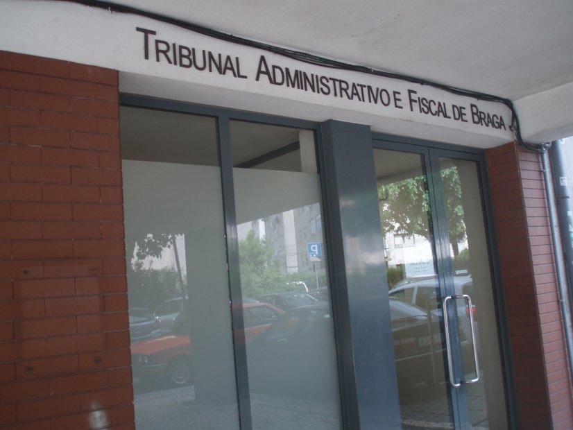 Juízes do Tribunal Administrativo de Braga têm 400 processos; espaço sem condições e falta de magistrados atrasa processos
