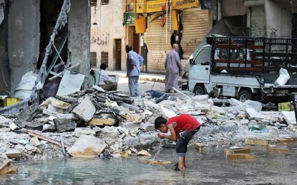 """Bombardeamentos em Alepo são """"crimes de proporções históricas"""""""