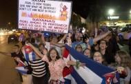 Papa Francisco reza por Fidel Castro e cubanos de Miami festejam morte do líder histórico de Cuba