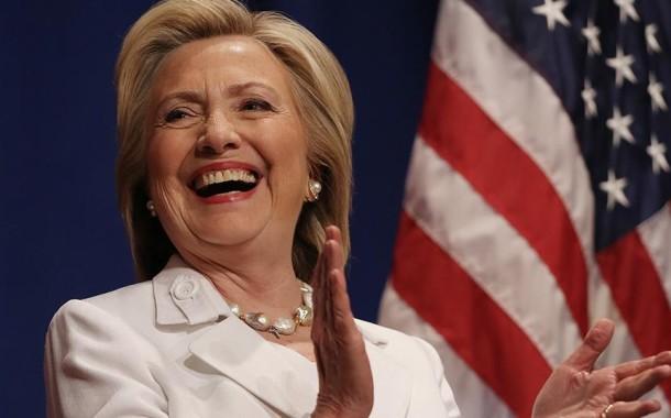 USA: Hillary Clinton lidera sondagens mas por pouco
