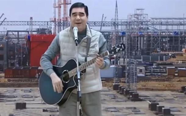Gurbanguly Berdimukamedov, o Presidente cantor, foi reeleito outra vez