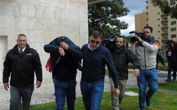 Autor dos homicídios de Barcelos vaiado à saída do Tribunal de Braga