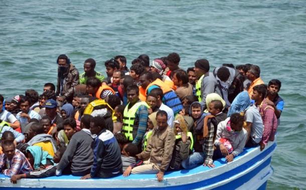 Força Aérea resgata 34 migrantes no Mediterrâneo após explosão