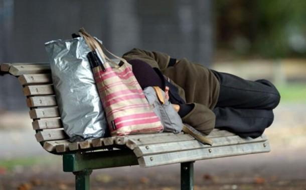 Governo aprova nova estratégia nacional para os sem-abrigo