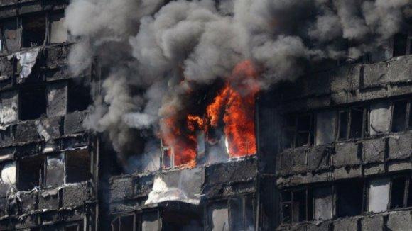 Portuguesa grávida de sete meses em estado grave depois de incêndio no prédio em Londres
