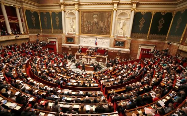 França proíbe contratação de familiares de deputados e ministros