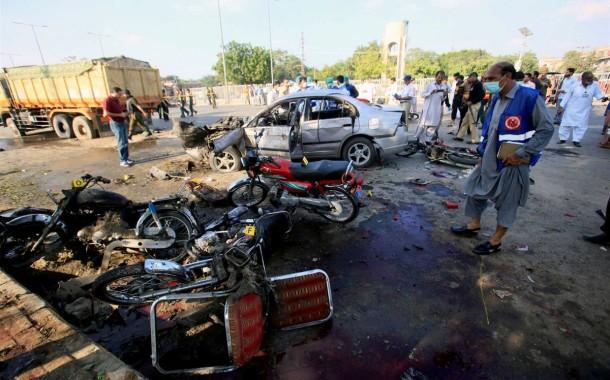 Atentado suicida talibã no Paquistão faz 25 mortos