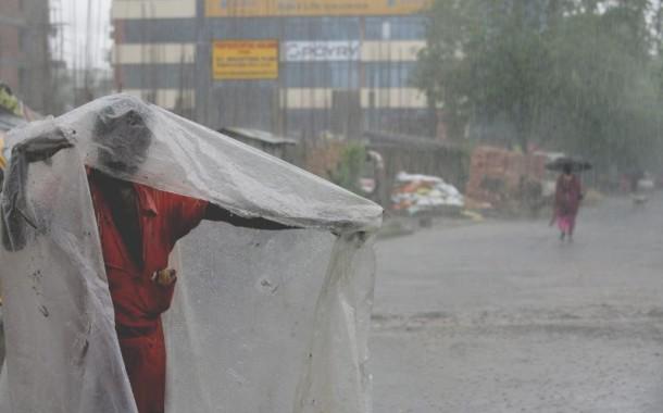 Número de mortes na época das monções na Índia sobe para 83