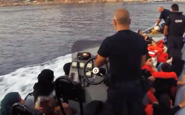 43 migrantes resgatados pela GNR no mar Egeu