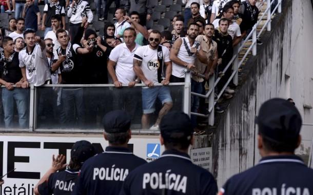 PSP de Braga põe 'fora de jogo' dois homens com artigos pirotécnicos em estádios
