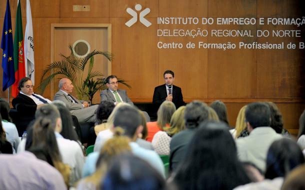 """BRAGA: Qualificação, aptidão e recursos """"cruciais"""" aos jovens para """"esgrimir """" junto do mercado de trabalho"""