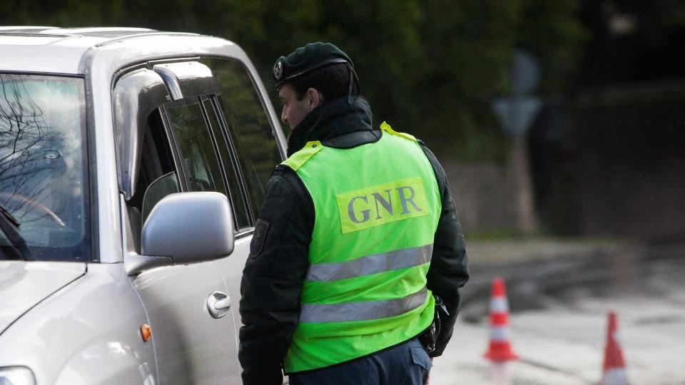 GNR: Mais de uma centena de acidentes em 12 horas provoca um morto e um ferido graves