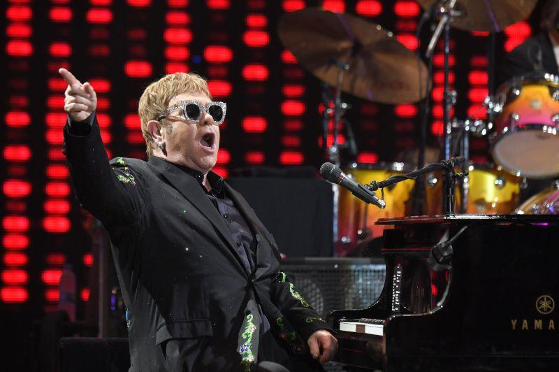 Elton John anuncia despedida dos palcos com digressão de 300 concertos