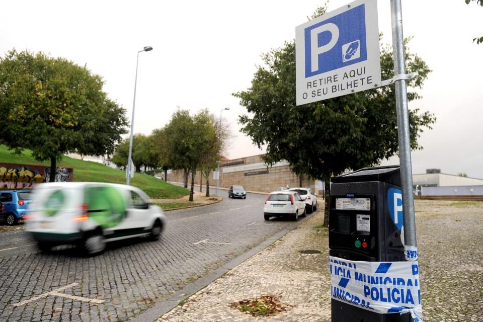 Estacionamento à superfície em Braga volta a ser cobrado esta segunda-feira