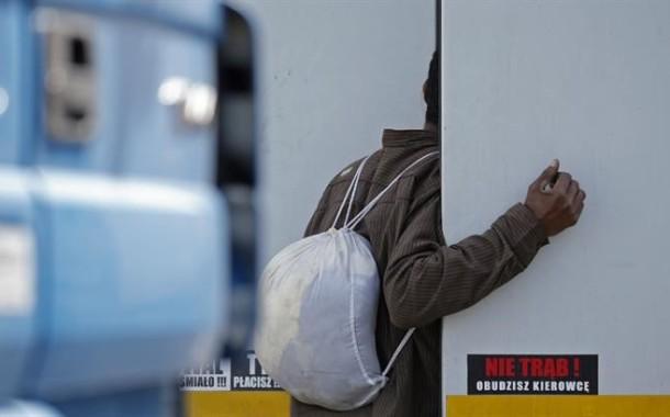 Cada vez mais migrantes escondem-se nos camiões portugueses em França