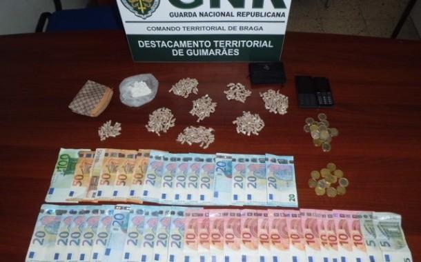 VIZELA: 'Apanhado' com 645 doses de droga