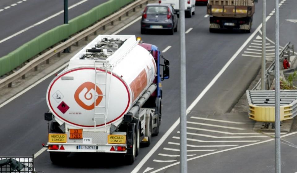 Motoristas : Antram e Fectrans dizem que acordo implica aumentos entre 160 e 266 euros