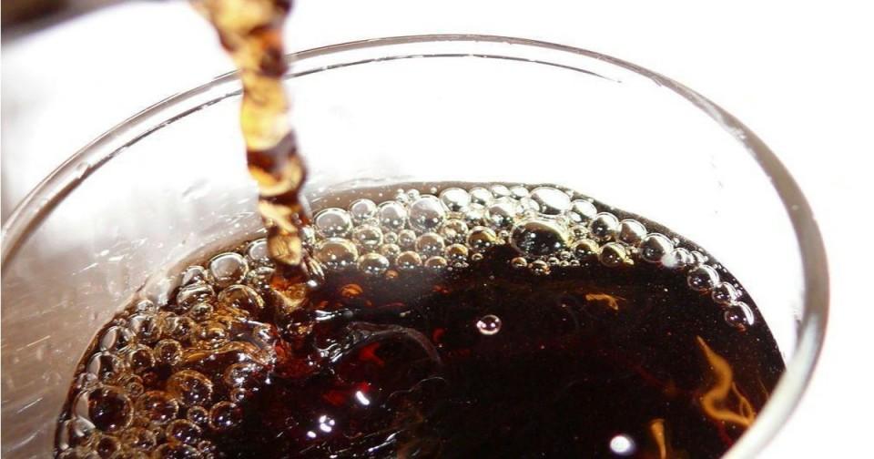 Alimentos com mais açúcar e gorduras banidos da publicidade para crianças