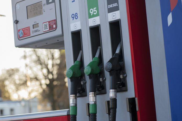 """Combustíveis: Governo declara crise energética e diz que """"há margem"""" para requisição civil"""