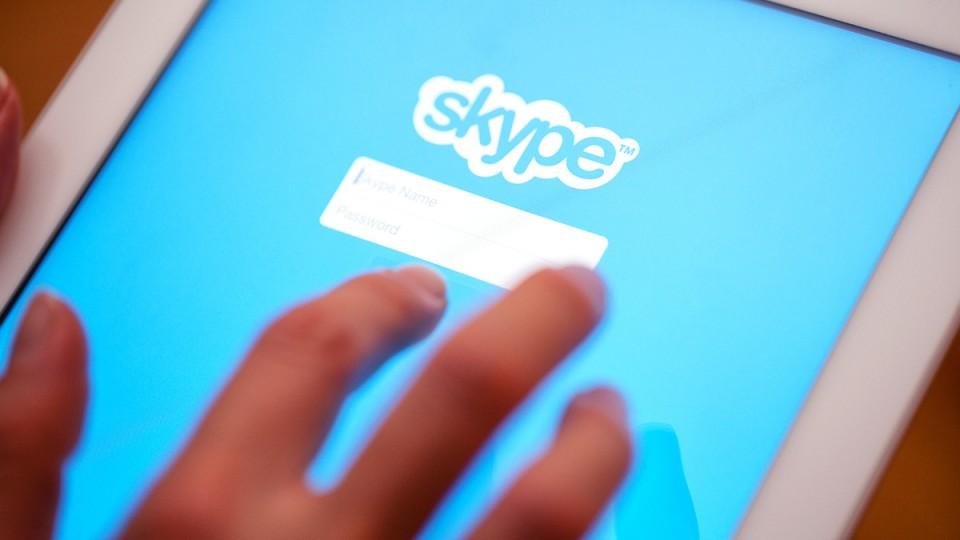 Microsoft admite que ouve as chamadas das pessoas no Skype