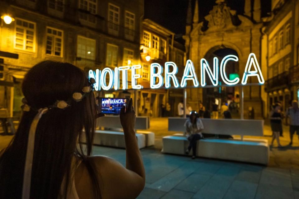 Noite Branca arranca em força e promete 'colorir' de branco Braga até domingo