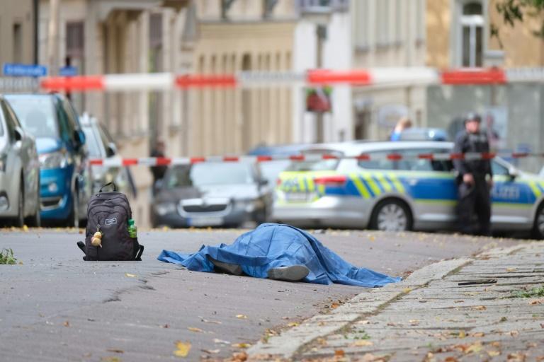 Duas pessoas morreram em tiroteio junto a sinagoga na Alemanha